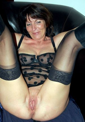 wife naked mature
