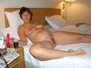 mature wife nude pics
