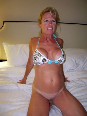 naked hairy mature wife