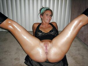 shaved milf pussy