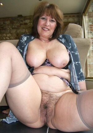 hairy mature pussy fucking