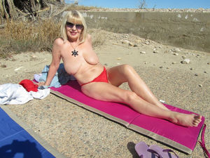 granny nudist photos